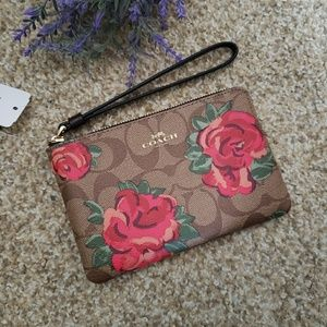 Coach wristlet F39150 New with Tag